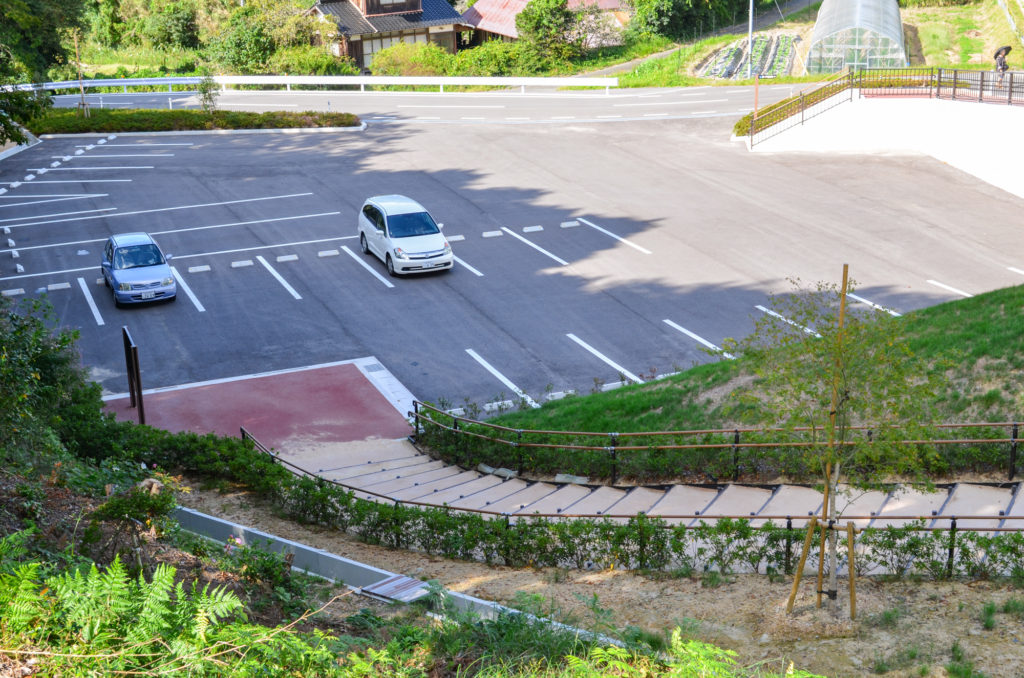 川棚のクスの森駐車場