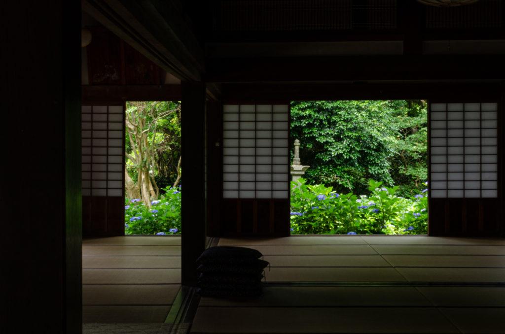 阿弥陀寺本堂内からの眺め