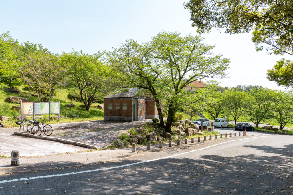 鳴滝公園のトイレと駐車場