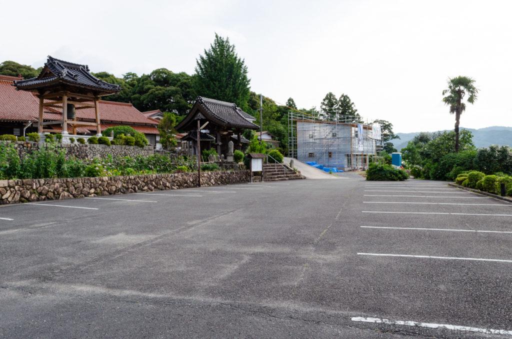 源久寺の駐車場